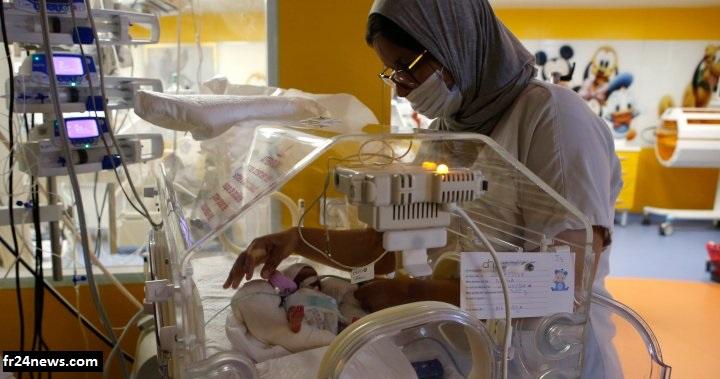 Une des infirmières marocaine qui a pris soins des bébés prématurés de la jeune malienne qui a accouché de neufs bébés