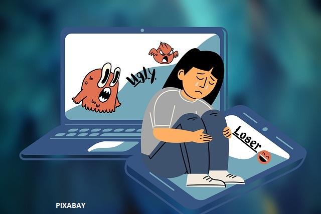 Le cyber-harcèlement, le nouveau mode d'harcèlement scolaire. Les réseaux sociaux peuvent être dangereux pour l'éducation positive des enfants.