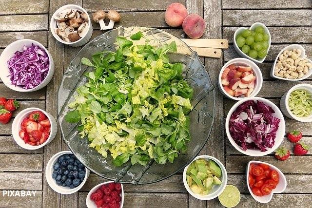 Que manger l'été ? Les salades, on peut en manger autant qu'on veut et contiennent tout ce dont notre corps à besoin pour faire face au chaleur de l'été