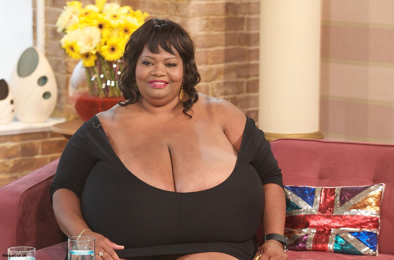 la femme avec les plus gros seins naturels du monde