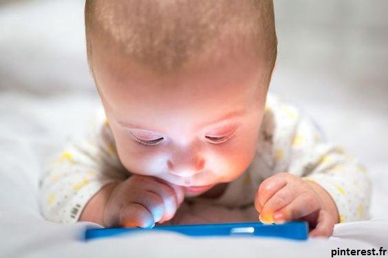 bébé et écran, quel danger ?