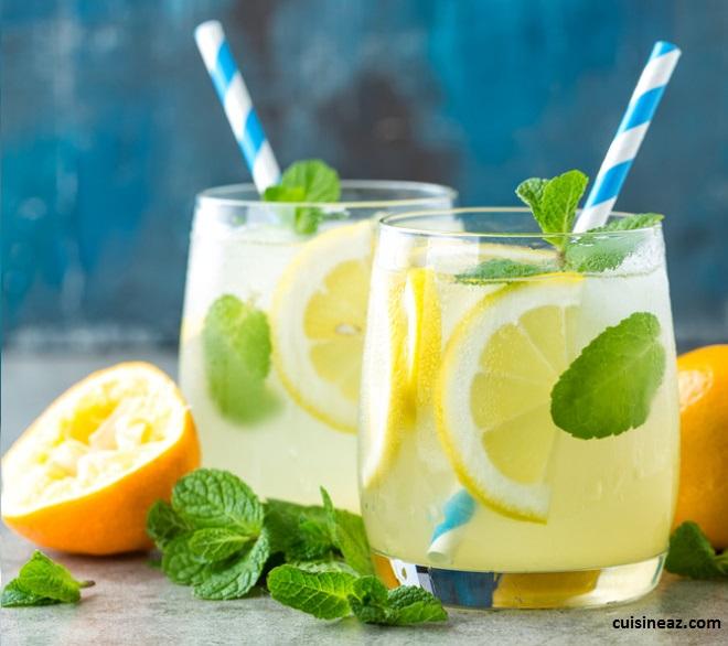 La citronnade est un très bon exemple de boissons hydratantes pour l'été.