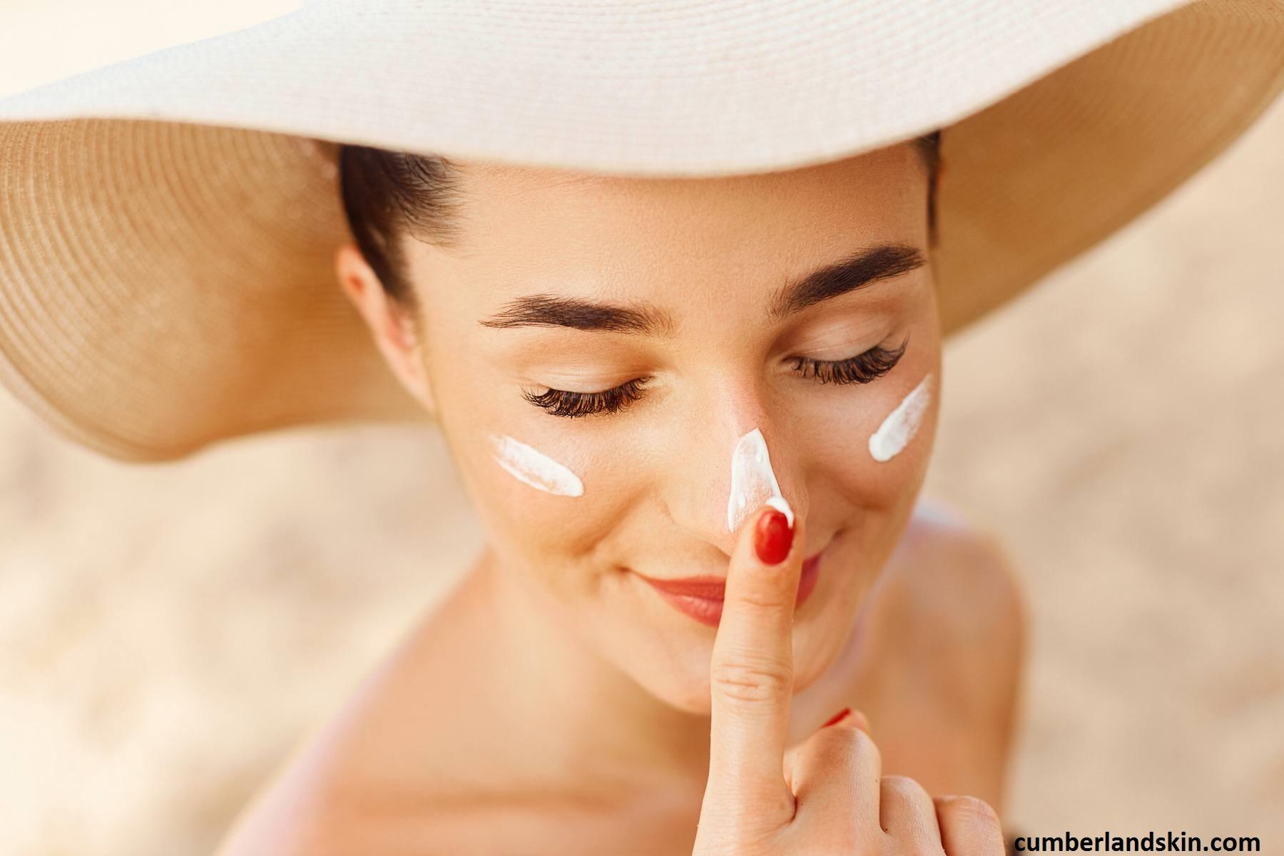 n'oubliez pas l'étape de l'écran total que vous devez intégrez dans votre routine adaptée à la peau sèche