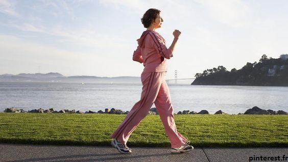 La marche est excellente pour favoriser la circulation sanguine après un accouchement.