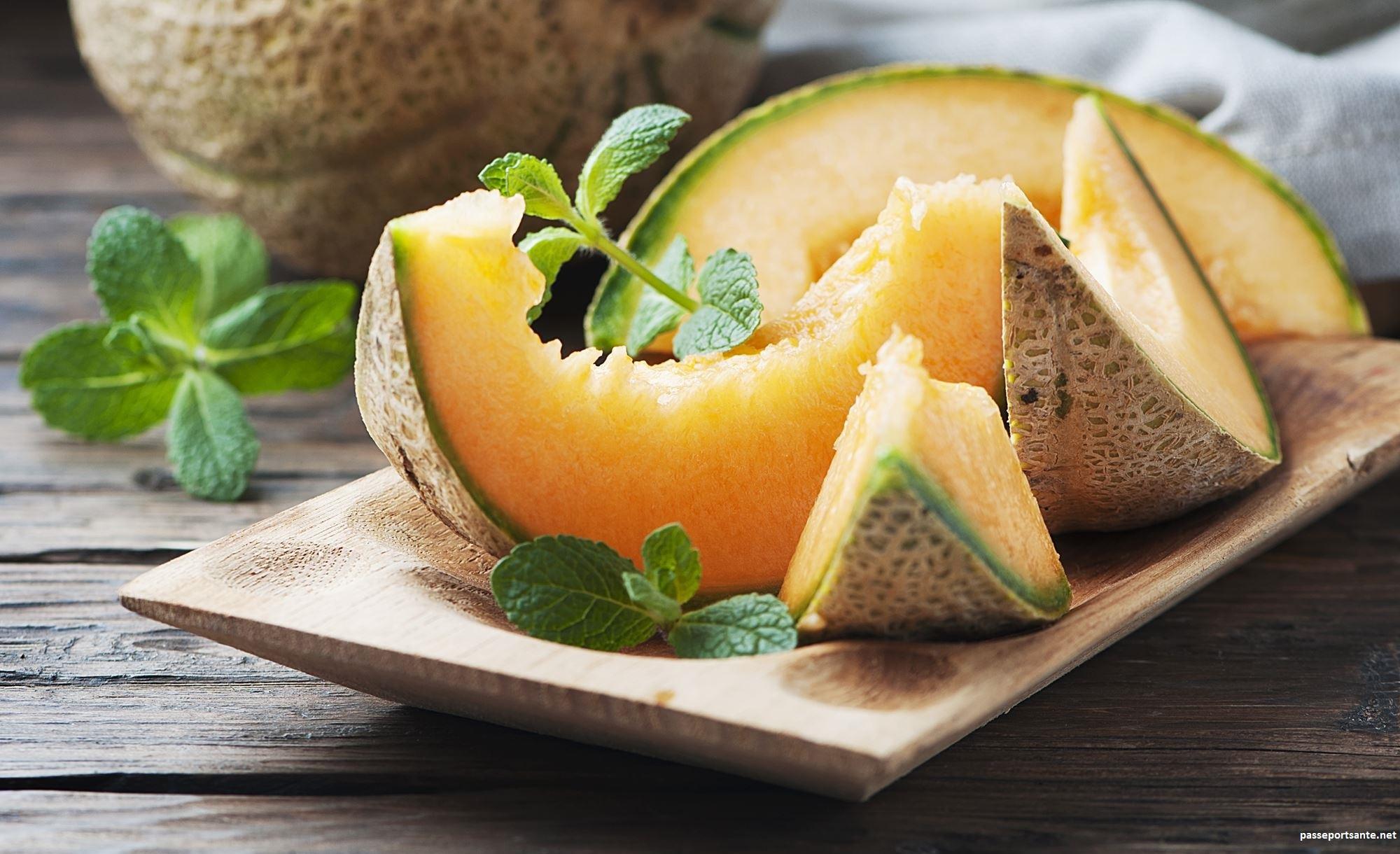 Ne cherchez plus quoi manger l'été ! Le melon se mange de plusieurs manières. Pour plus de gourmandises, n'hésitez pas à le mélanger à des plats salés.