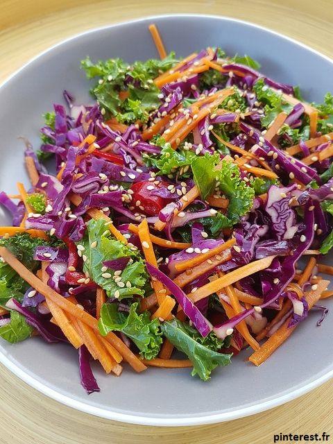 la salade de légumes est un excellent moyens de vider votre réfrigérateur. Il vous suffit de mélanger tous les légumes que vous avez.