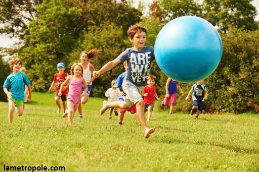 la santé physique des enfants est importante. l'utilisation des écrans peuvent la nuire