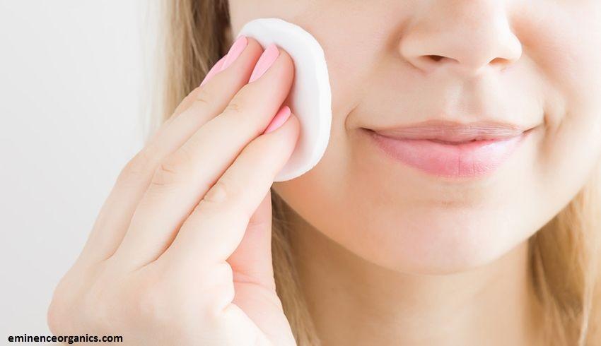 le toner est une des étapes importantes de votre routine spéciale peau grasse